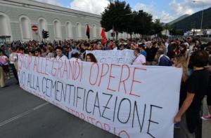 Alluvione Genova: Antagonisti in corteo contro grandi opere