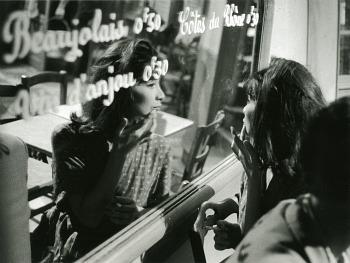 """""""Primi anni Ottanta, Parigi. Doveva essere una pausa durante le riprese di qualcosa. Forse un film dell'Union. Ho conosciuto bene Juliette Gréco, all'epoca credo fosse ancora con Gerard Philippe. Una donna molto interessante, bella di una bellezza unica e sua."""""""