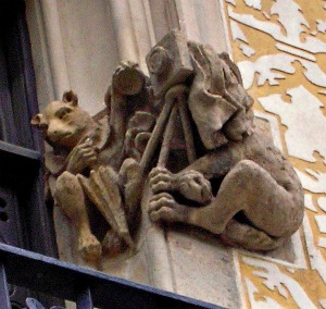 Il fotografo. Gargoyle sulla facciata di Casa matller, Barcellona (foto del Fotocrate)