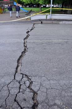 San Carlo di Ferrara, fratture nell'asfalto. Adriano Cavaliere/Ingv