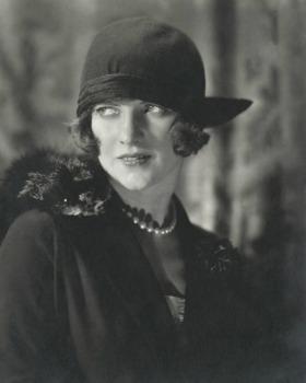 Edward Steichen, American Vogue, December 1923,©1923 Condé Nast, g.c.