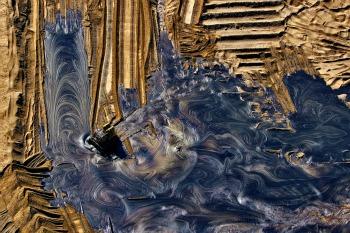 Interramento di residui pretoliferi provenienti dai siti di estrazione di sabbie bituminose © Yann Arthus-Bertrand, g.c.