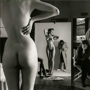 "Helmut Newton, ""Autoritratto con la moglie e le modelle"", Vogue Studio, Paris 1981 © Helmut Newton Estate, g.c."