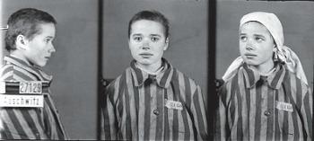 """Krystyna Trzesniewska (1929-1943), internata nel dicembre del 1942 in- sieme al padre. Le fu assegnato il numero 27129 e la sigla """"PPole"""" (prigioniera politica  polacca). [Museo di Auschwitz – foto di W. Brasse]"""