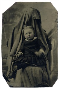 Tutte le immagini di questa padina sono tratte da: Linda Fregni Nagler, The Hidden Mother, MACK, © Linda Fregni Nagler, 2013, courtesy MACK