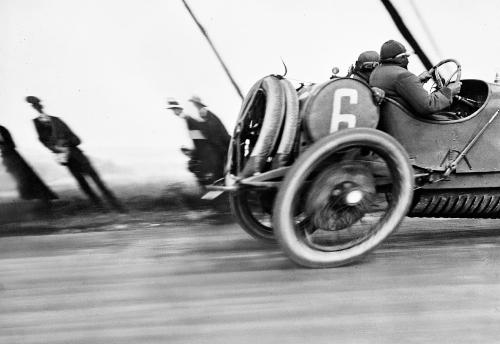 5. Grand Prix de l_Automobile Club de France dite aussi _L_automobile déformée_, 1913 mais datée et diffusée par Lartigue de 1912