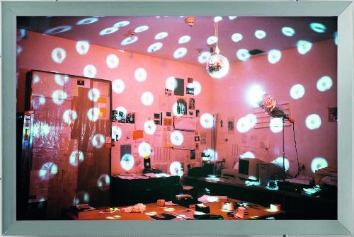 25. MULLICAN Colored light in studio Light boxes 1995 p259 B