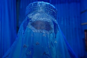 burqa_loi_police_inside0