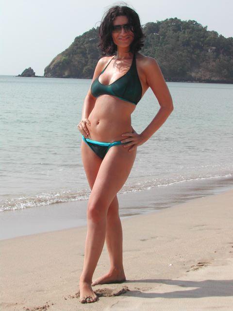 quasi 10 anni fa, dopo essere stata tradita...  Fingo di essere felice al mare con gli amici, ma ho perso peso e sono davvero devastata e triste. Essere in forma non significa essere felici...