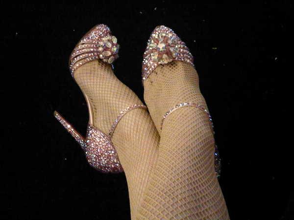 Aspettando sul set. Una trapezista indosserebbe queste scarpe? Certo, se fosse nel mondo dei sogni di Louboutin!