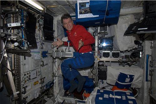 ISS: a cosa serve questo strumento? Molti di voi hanno in casa uno strumento simile e lo usano spesso...  Credit: ESA/NASA