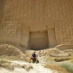tomba di Mida con turista