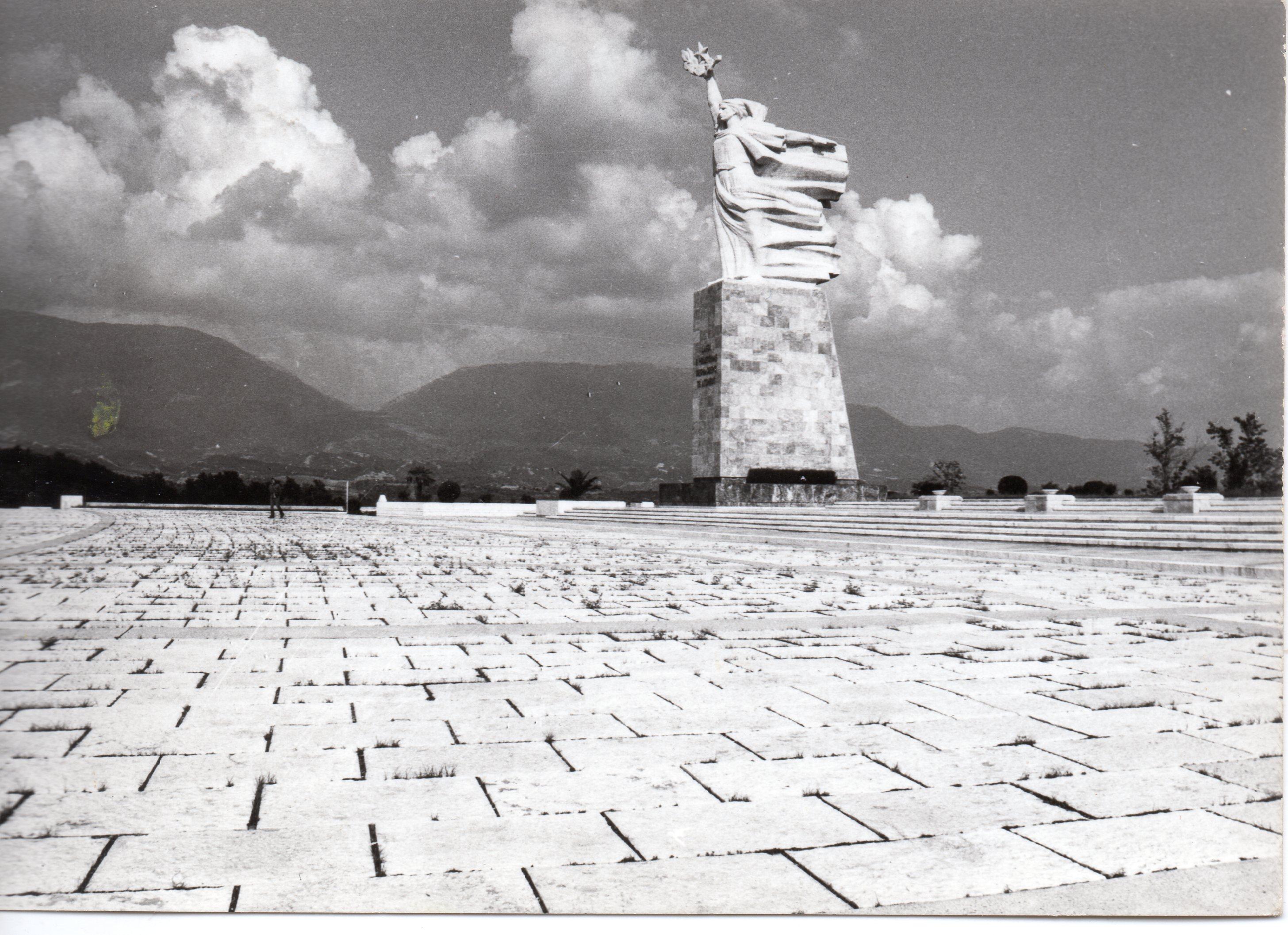 Albania monumento