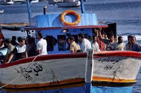 profughi su barconi
