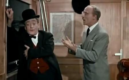 """Una scena del film """"Totò a colori"""", con l'onorevole Trombetta"""