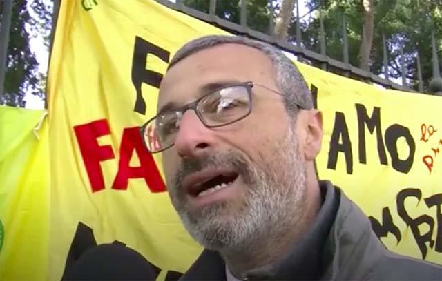 Vittorio Di Trapani al sit-in davanti all'ambasciata dell'Arabia Saudita il 16 gennaio