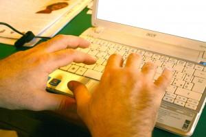 Andrea Rossetti - MANI AL COMPUTER
