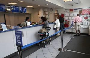 Un ufficio postale negli USA. I suoi concorrenti principali: UPS e FedEx. Non Bank of America né JP Morgan.