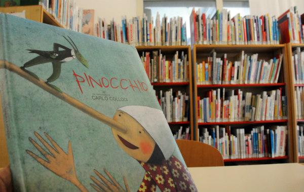 La sezione Ragazzi della biblioteca Satta in una foto di Massimo Locci