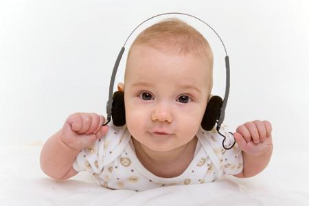 bambino-cuffia-musica