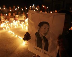 Una cerimonia in memoria del giovane monaco Phuntsok, immolatosi il 16 marzo 2011