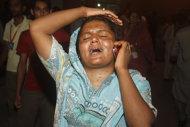 Il dolore di una parente delle vittime di Karachi