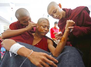 Un monaco ferito dalla polizia a Monywa