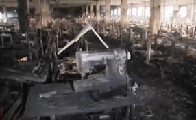 L'interno della fabbrica Tazreen bruciata