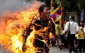 Uno dei 120 tibetani che si sono autoimmolati