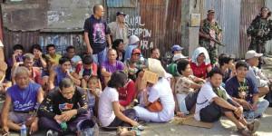 I ribelli tengono ostaggio 35 residents tra cui due bambini a Barangay Sta. Catalina in questa foto di Julie S. Alipala/INQUIRER