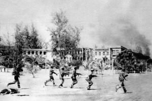 I vietnamiti entrano a Phnom Penh nel '79