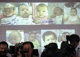 Le foto di alcuni dei figli di Shigeta mostrate alla stampa