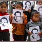 Bimbi a una manifestazione in sostegno di Delek Rimpoche