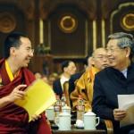 Il Panchen Lama nominato dai cinesi con un membro del Congresso nazionale del popolo