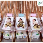 Neonati in (probabilmente scomodi) pannolini tradizionali thai