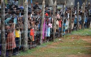 Un'immagine di rifugiati Tamil fotografati nei campi alla fine della guerra civile nel 2009