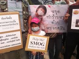 Una manifestazione anti smog dei bambini di Chiang Mai