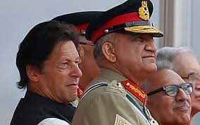 Il premnier Imran Khan e il generale Qamar Javed Bajwa
