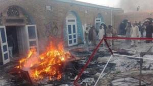 Una moschea Ahmadi data alle fiamme tre anni fa in Pakistan