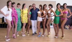 Jerry Tommolini e le modelle alla fine della sfilata