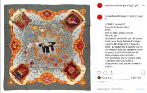 Uno dei foulard della collezione