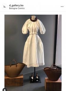 Un abito in vetrina da D Gallery