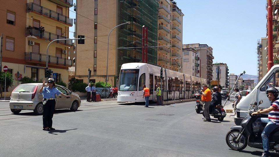 tram in strada