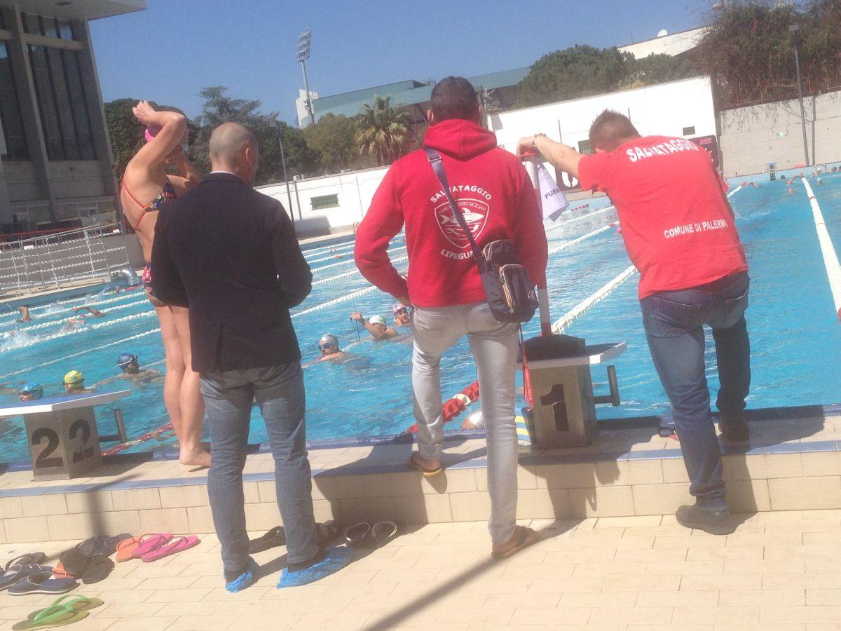 piscina protesta