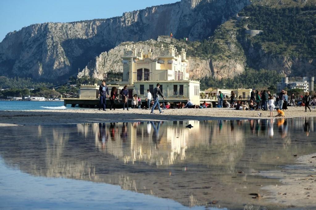 Mondello la laguna sorprende i turisti