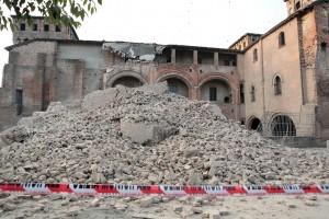 Una immagine della devastazione del sisma