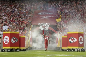 la-sp-sn-watch-chiefs-eric-berry-standing-ovation-cancer-20150918
