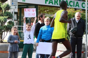 Il sostegno dei bimbi durante la maratonina