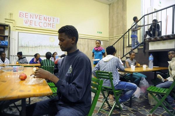 Centro smistamento profughi gestito da Progetto Arca
