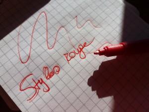 stylos rouge